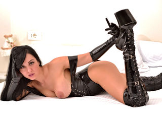 Voir le liveshow de  0AngelNoble0 de Livejasmin - 32 ans - I want it hard and I want it from You. Don't spare me.