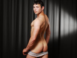 Voir le liveshow de  CuteRonja de Livejasmin - 20 ans - This might be Boy category but believe me I am a real man, the right partner will turn me on i ...