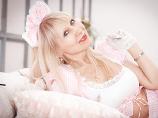 Voir le liveshow de  AlisaDeluxe de Livejasmin - 47 ans - Nobody ever proven that life is a serious thing - thus I would advise You to sit back, relax ...