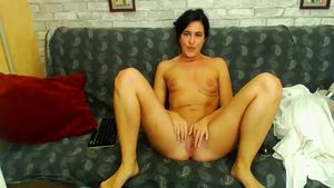 rachelpuny-rachelpuny-having-pleasure-on-the-couch
