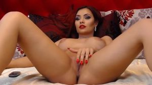Emmelyne Seducing With Beautiful Pussy