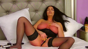 She Does Everything For Pleasure Livecam