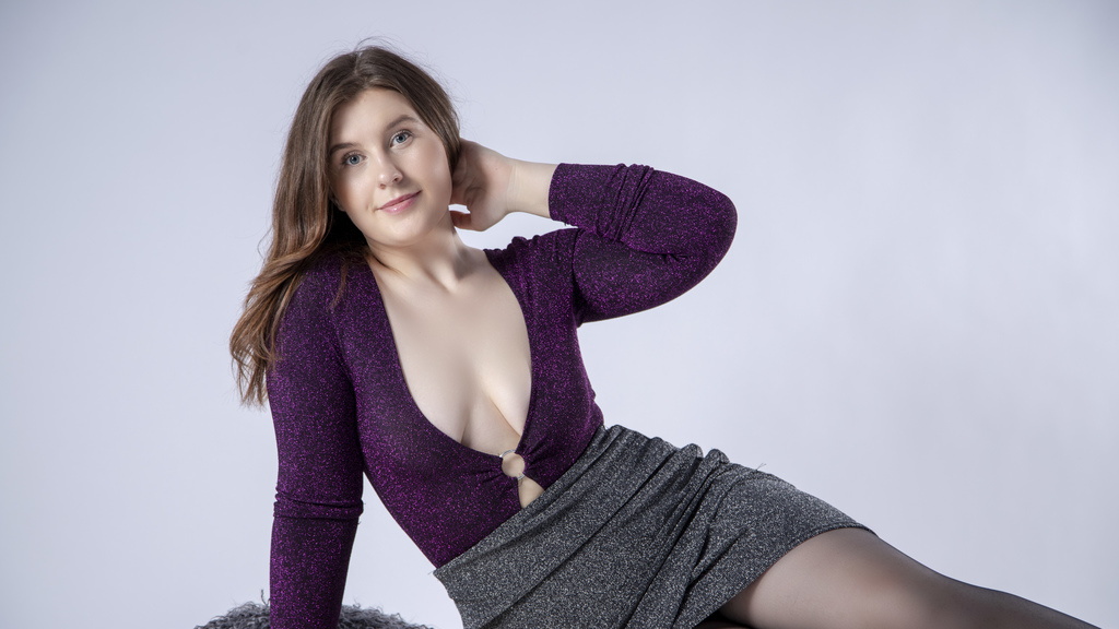 Watch the sexy ValerieRich from LiveJasmin at GirlsOfJasmin