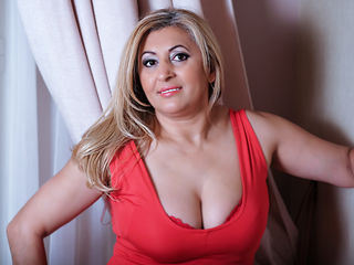 Webcam model MatureXxxKisssx from Web Night Cam