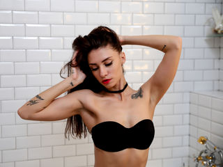 AlureYoung Sex-Sexy brunette kitty