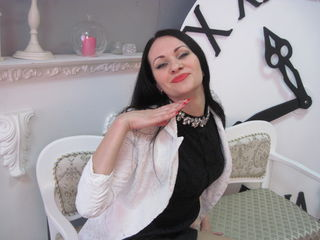 37 petite white female black hair green eyes FriendyLady chat room