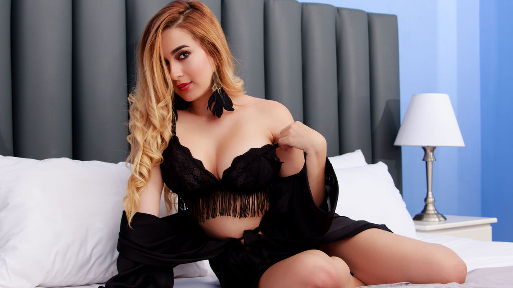 Read more about the sexy AliciaBonet