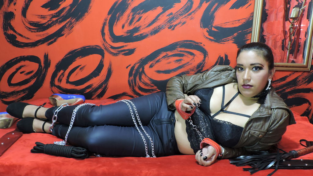 CharonSub online at GirlsOfJasmin