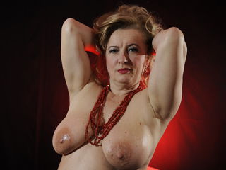 Webcam model LadyMaryKiss from Web Night Cam