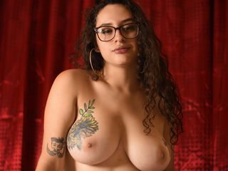 EmilyIconicStar Adults Only!-Hi guys; I am happy