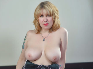 Webcam model OneHotTestAss from Web Night Cam
