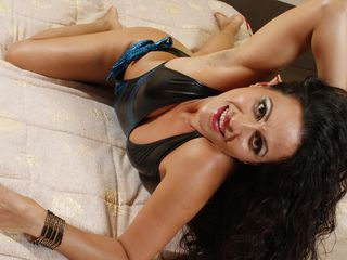 Webcam model wetandhairy35 from Web Night Cam