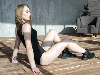 LittleSweetBB LiveJasmin-Hello everyone!!!