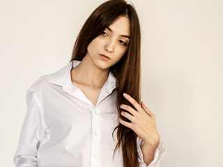 18 petite white female brown hair brown eyes LexiBenson chat room