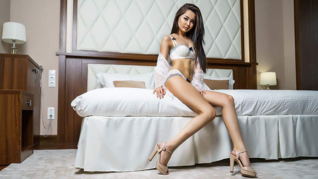 Watch the sexy HeiLuisa from LiveJasmin at GirlsOfJasmin