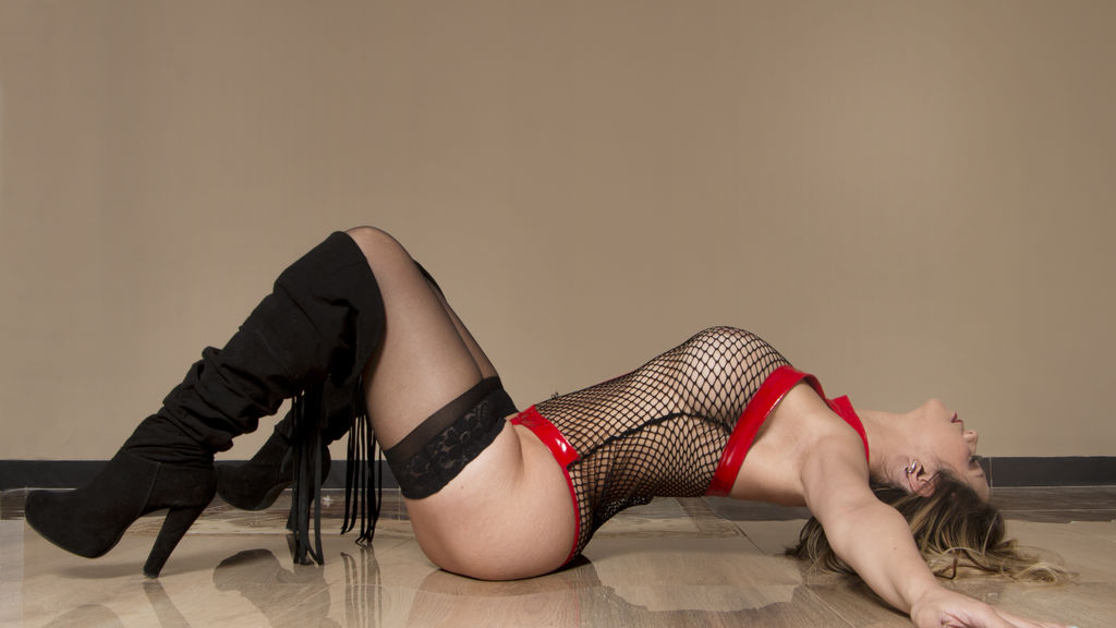 Discover and Live Sex Chat with CloeShyne on Live Jasmin