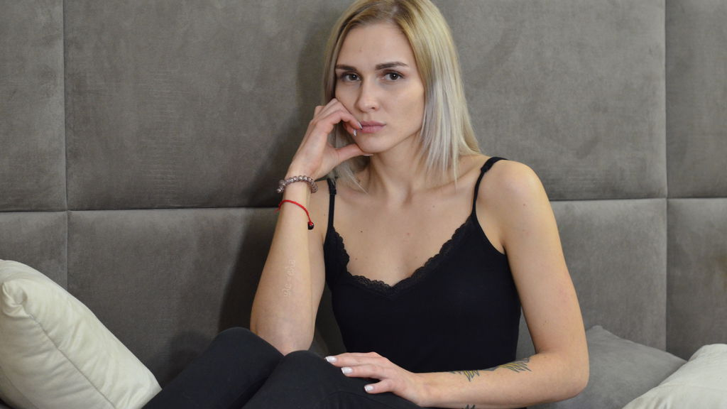 Watch the sexy OlliviaWhiteX from LiveJasmin at GirlsOfJasmin