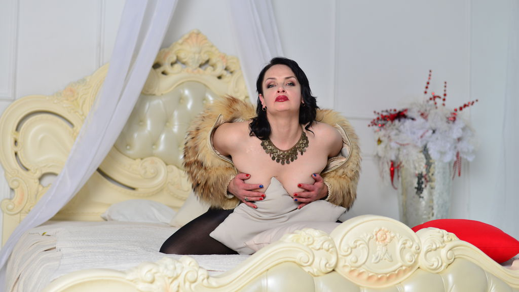 Watch the sexy xSquirtHousewife from LiveJasmin at GirlsOfJasmin