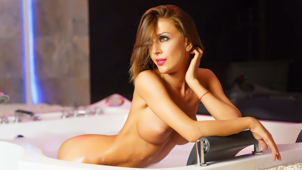Watch the sexy AlessiaDiamonds from LiveJasmin at GirlsOfJasmin