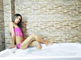 image of shemale cam model ANTONELLALATINX