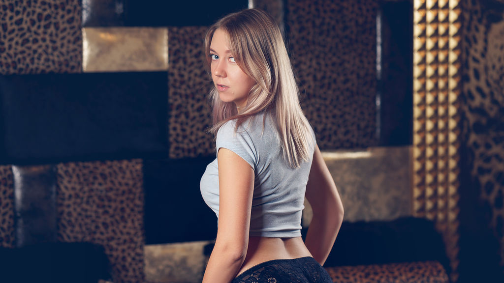 SylviaViv online at GirlsOfJasmin