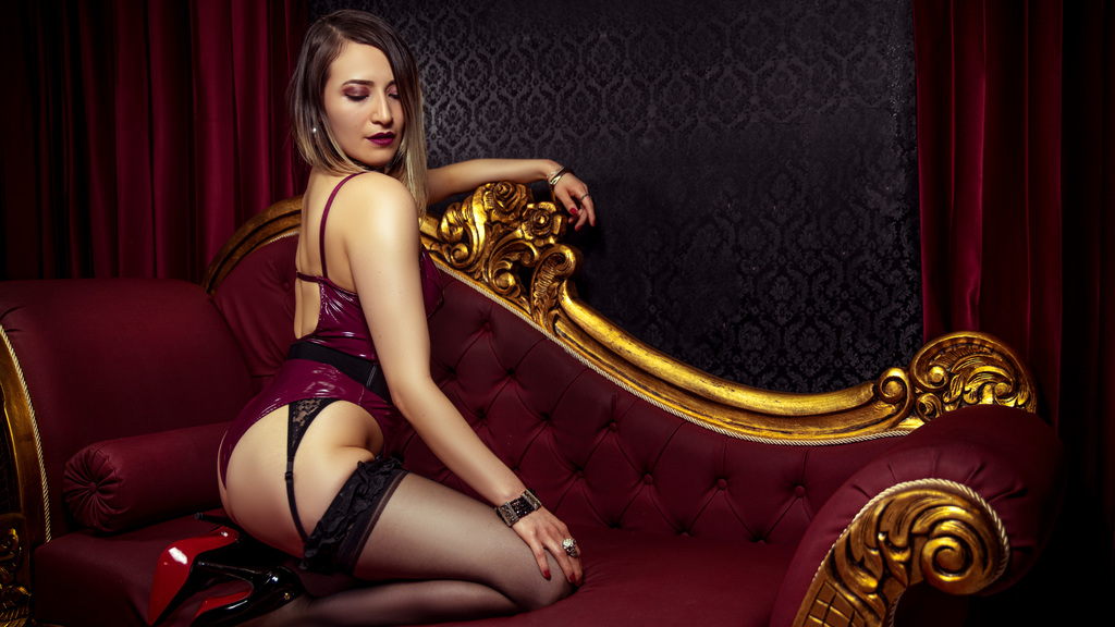 Watch the sexy Romanella from LiveJasmin at GirlsOfJasmin