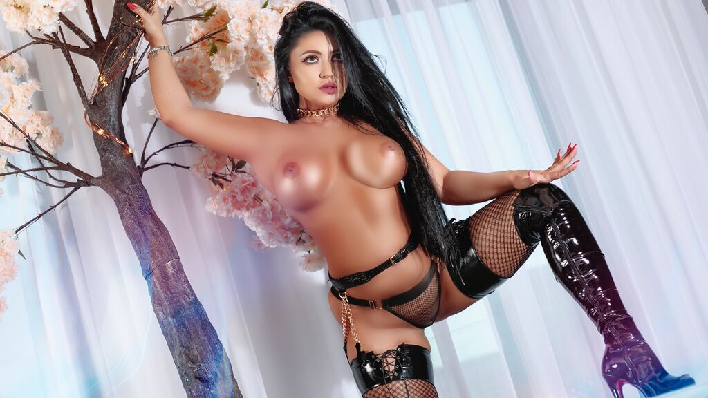 Watch the sexy AnneTemptress from LiveJasmin at GirlsOfJasmin