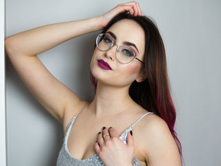 23 petite white female pink hair blue eyes LOVEAlisa chat room
