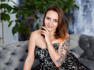 19 petite white female brown hair brown eyes MadelynScott chat room