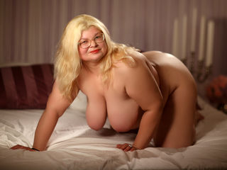 xSweetKarina Adults Only!-I love to laugh, I