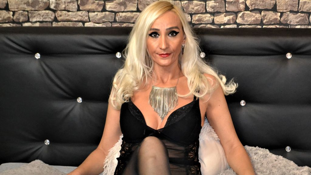 Watch the sexy AdorableInnes from LiveJasmin at GirlsOfJasmin