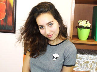 18 petite white female brown hair green eyes CharmSweety chat room