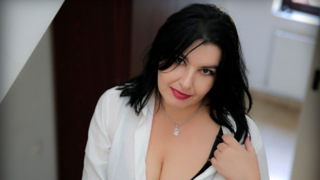 Watch the sexy SophiaTurner from LiveJasmin at GirlsOfJasmin