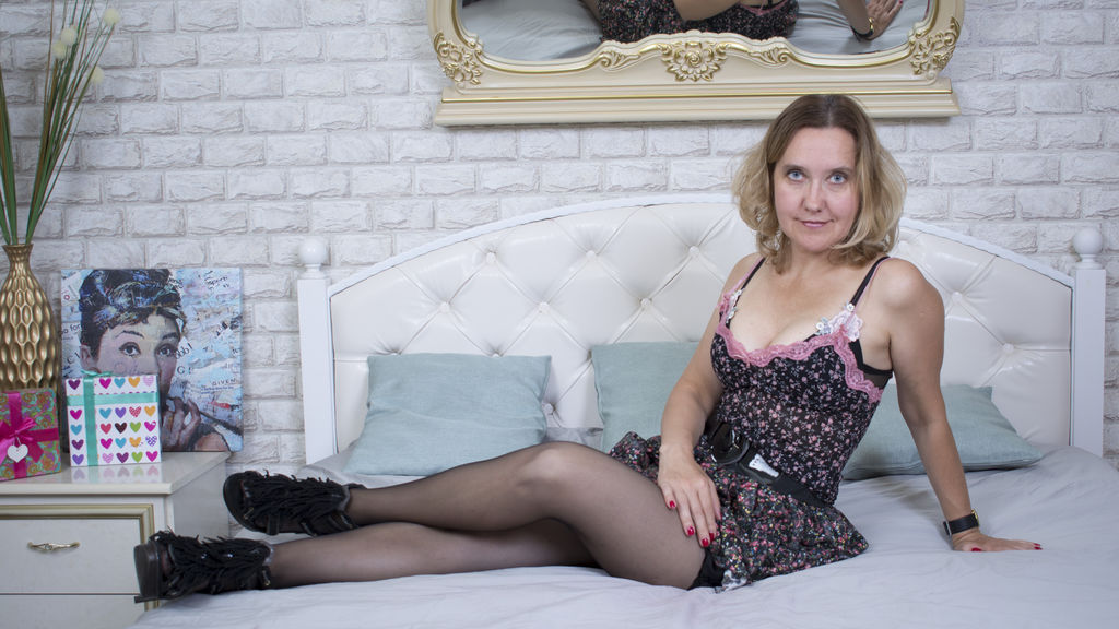 Watch the sexy perfectwomanhere from LiveJasmin at GirlsOfJasmin