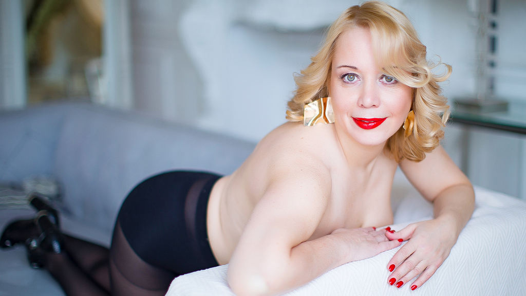 Watch the sexy IngridWhite from LiveJasmin at GirlsOfJasmin