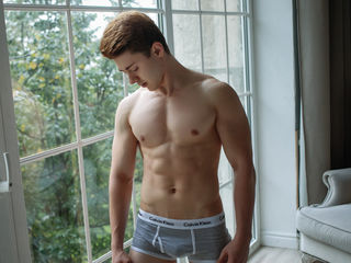 22 petite white male brown hair brown eyes EveretStrong
