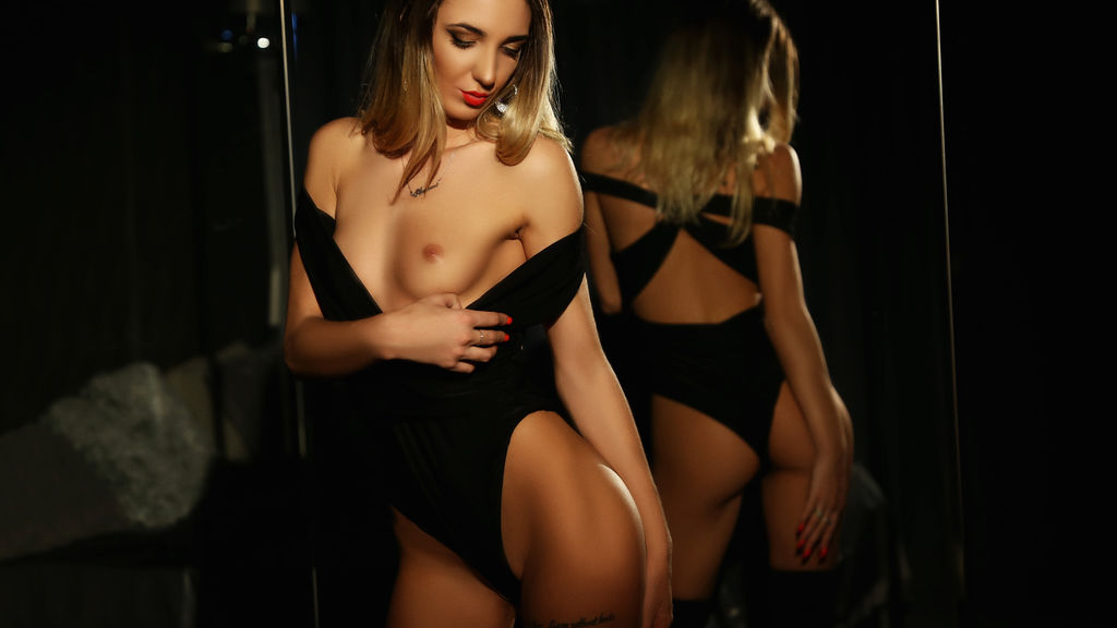 Watch the sexy AnissaRossi from LiveJasmin at GirlsOfJasmin