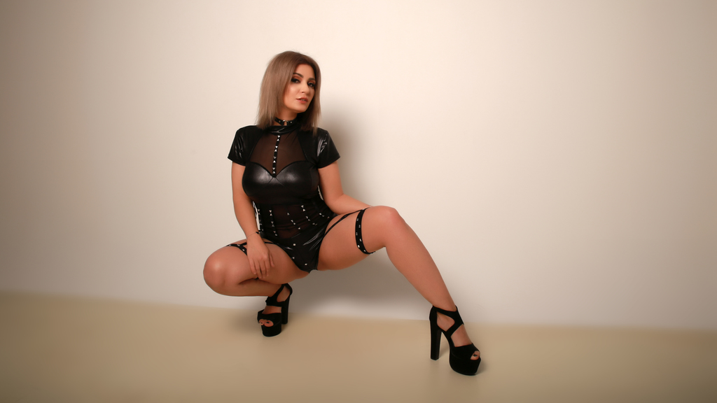 Watch the sexy ClaraGarner from LiveJasmin at GirlsOfJasmin
