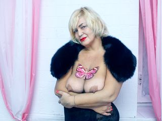 MilanaSexyBlond Sex Chat-I am a very hot