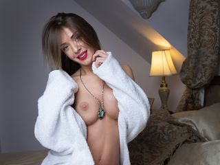 AlessiaXXS Free sex on webcam-Romantic lady with