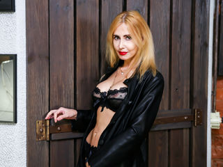 BlondySexyLadi Sex Chat-Do You think I'm