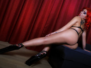 Webcam model SARAxREDxLADY from Web Night Cam